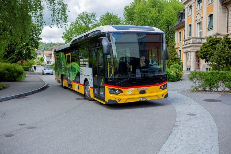 Formschön und technisch ausgereift: Der neue Scania Citywide BEV in Brugg (Bild: PostAuto AG).