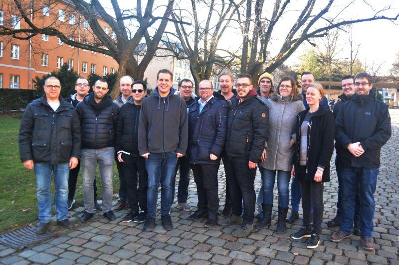 Der erste Qualifizierungskurs bei Go-Ahead in Bayern: Die neuen Mitarbeiterinnen und Mitarbeiter begannen mit der Ausbildung zum Triebfahrzeugführer (Bild: Go-Ahead/Winfried Karg).