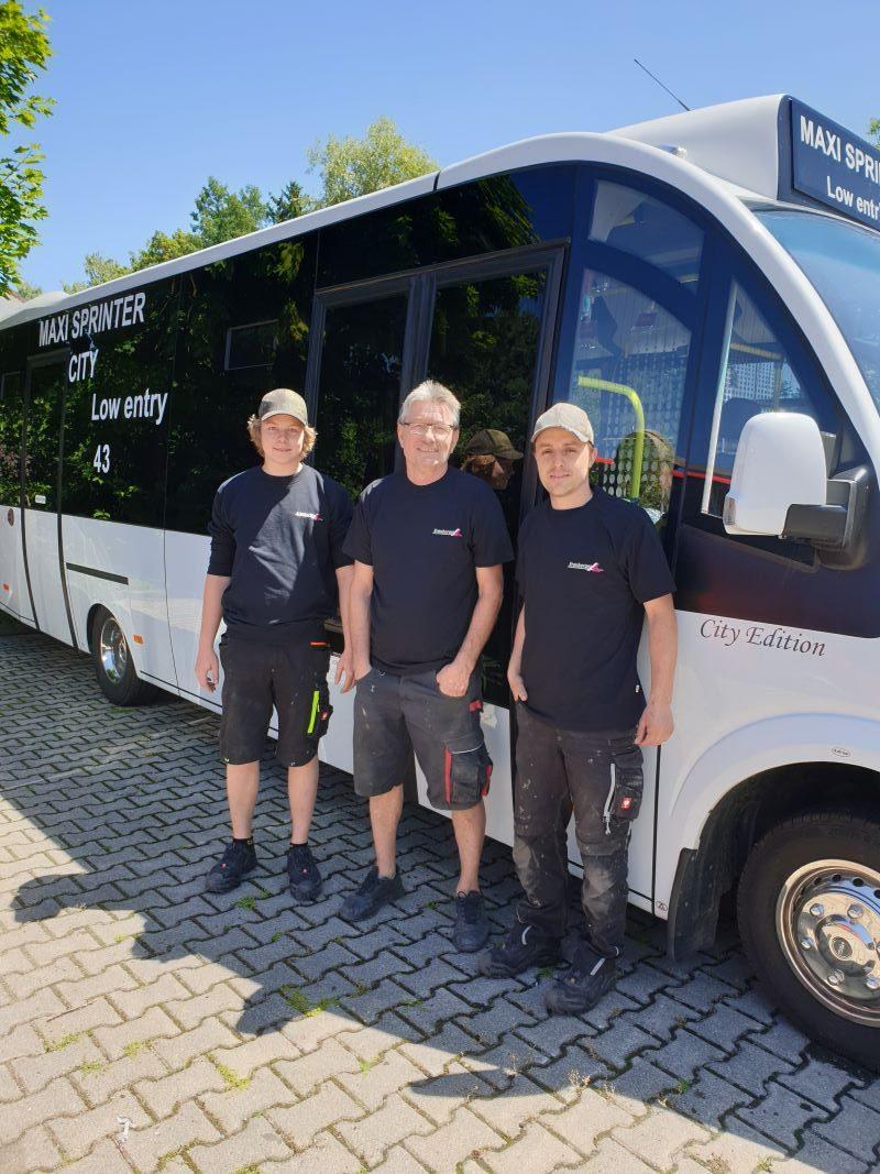 Inhaber Albert Kronberger flankiert von seinem Sohn Moritz und dem stellvertretenden Geschäftsführer Markus Gelhart (rechts) (Bild Albert Kronberger)..