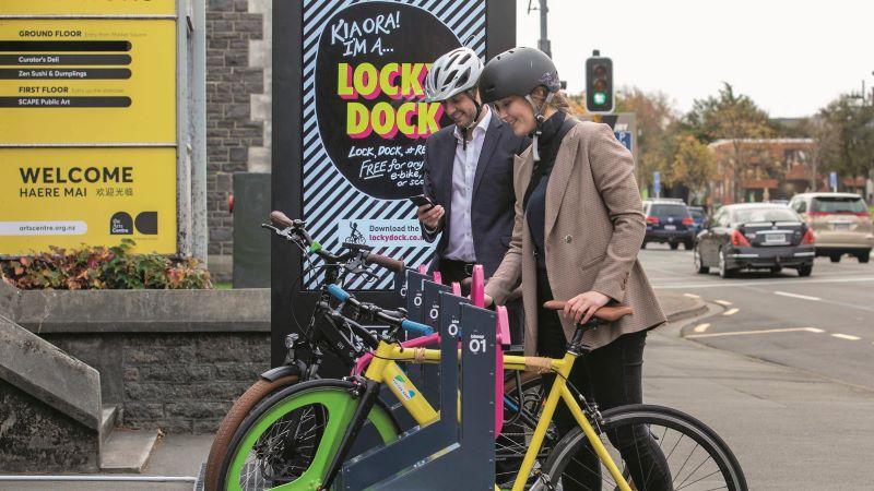 Die Nutzer von »Locky Dock« können während des Parkens auch kostenlos ihre Fortbewegungsmittel laden (Bild: Ziegler).